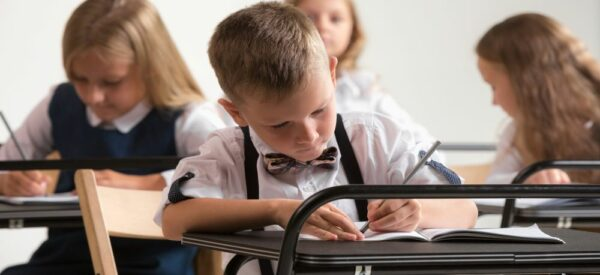 ISIC dobývá pražské školy