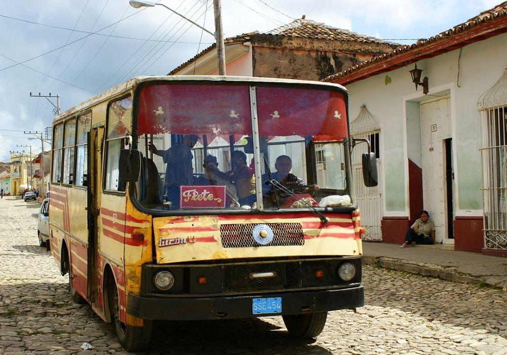 Autobus Kuba pro místní