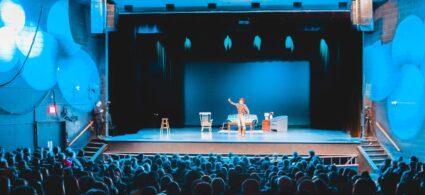 Kam v létě v Praze do divadla?