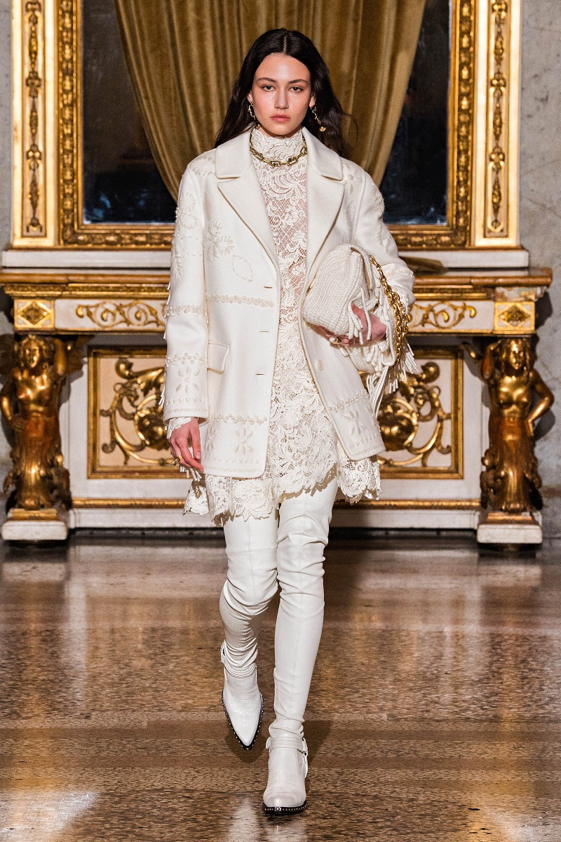 Bílý romantický kabátek