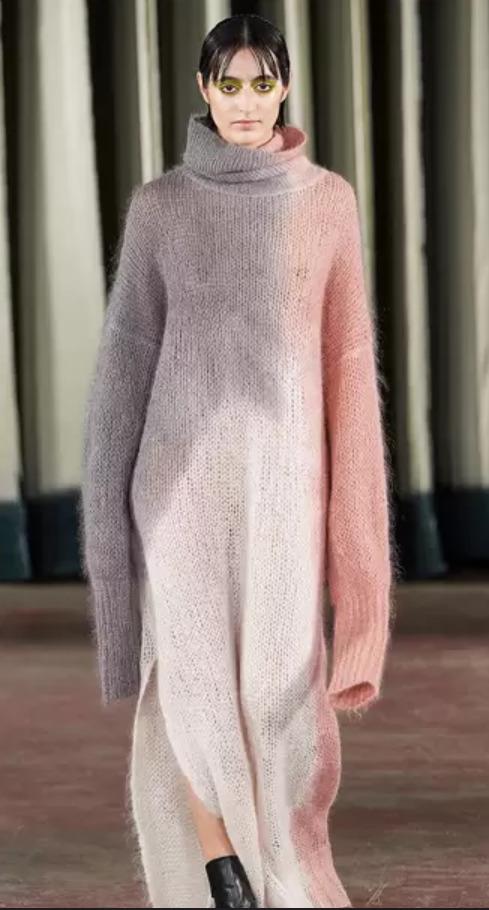 romantické pletené šaty