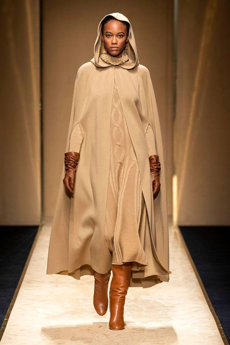 Krémově bílý pletený kabát s kapucí
